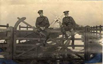 Soldiers at Biscot [Z1306-75-16-14]